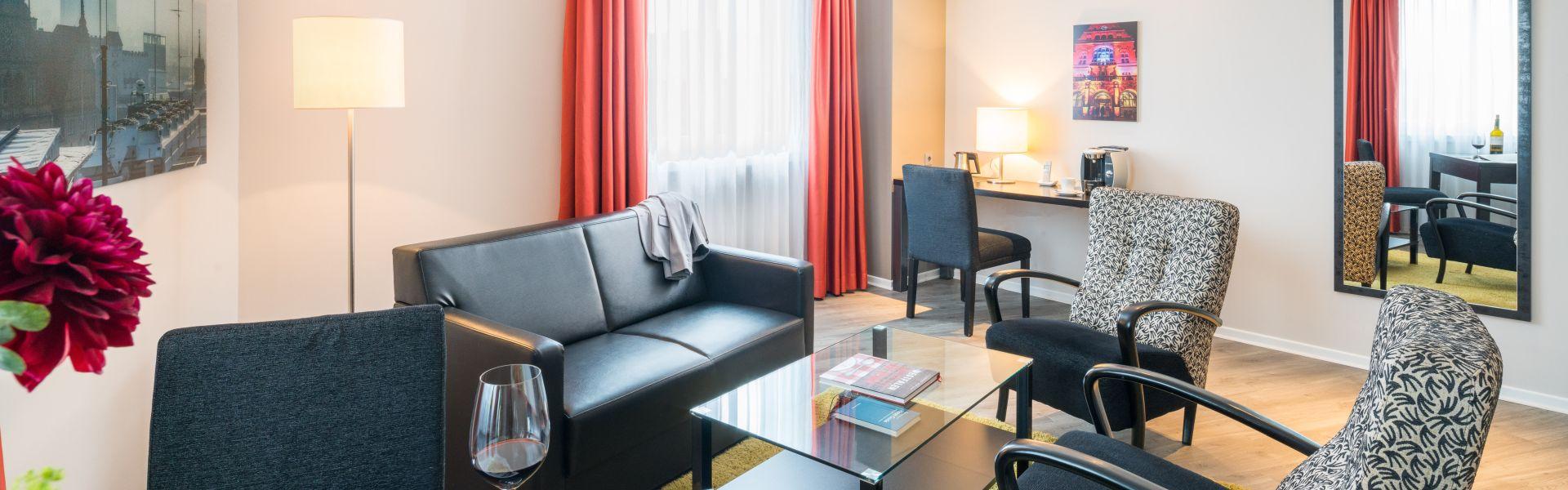 Sitzecke im Hotelzimmer Bielefelder Hof