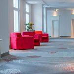 Hotelflur mit Sesseln Hotel Bielefeld